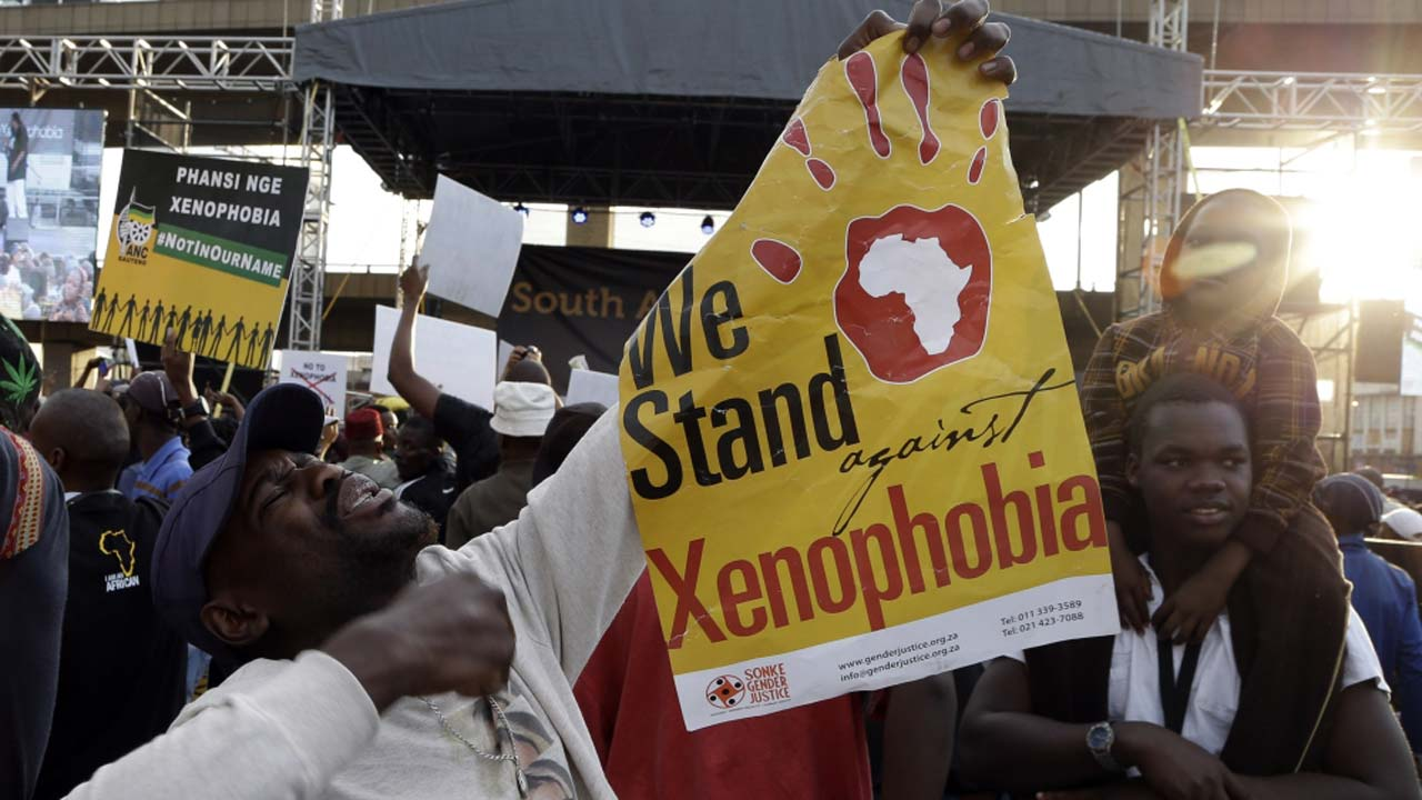 Video Of South Africans BEGGING Nigerians For FORGIVENESS Over Xenophobic Attacks (Watch video)